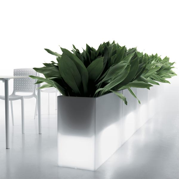 Kado plantekasse med lys, kan bruges til rumdeling
